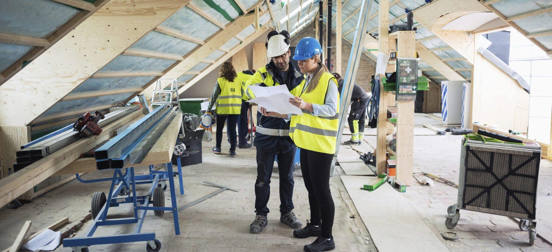 Bygningskonstruktør planlægger tagkonstruktion