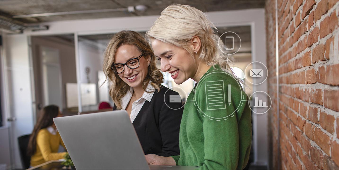 To kvinder laver en markedsføringsplan